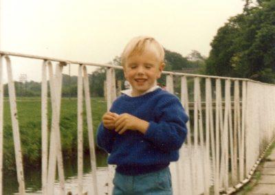 Simon, 1985